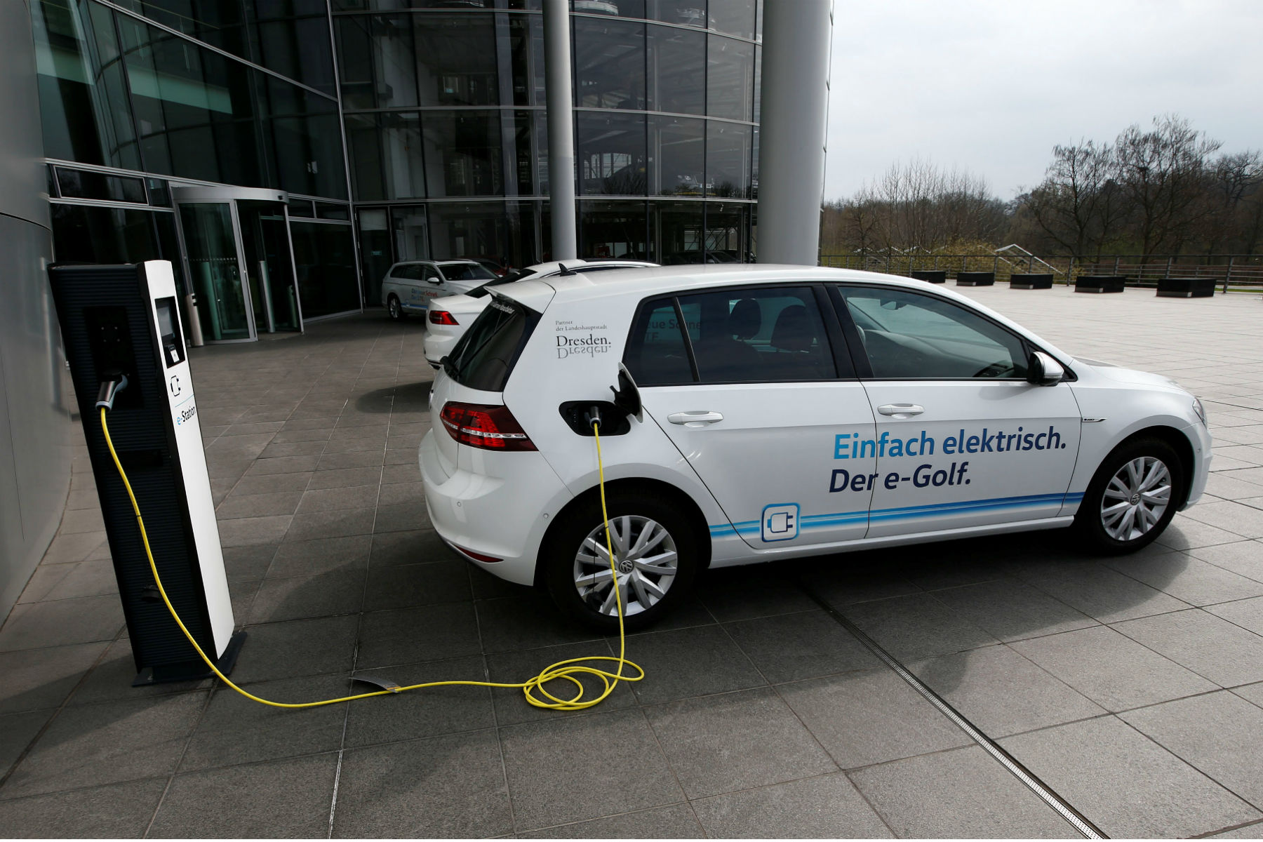 main-79687679-Reuters-VW-Volkswagen-Tesla-Model-3-e-Golf-electric-car-charges-outside-the-Transparent-Factory-in-Dresden