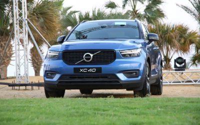 """لأول مرة في السوق المصري مجموعة عز العرب تطرح رسمياً فولفو XC40 الأقوى في فئة الـ (SUV) المدمجة •حصلت Volvo XC40 الجديدة كليًا على جوائز """"سيارة العام"""" و""""سيارة العام الأوروبية"""". •تتميز XC40 بمحرك قوي سعة 2.0 ليتر يعمل بنظام All-Wheel Drive (AWD)، ويولد 254 حصانًا وعزم دوران 350 نيوتن متر. •أقوى سيارة في فئتها، فولفو XC40 فريدة في تصميمها الخارجي والداخلي ومزودة بمقاعد جلد وجميع وسائل الرفاهية. •هشام عز العرب، رئيس مجلس إدارة مجموعة عز العرب: XC40 هي الخيار الأمثل للسوق المصري من حيث الكفاءة والاعتمادية والرفاهية والأمان، وتعد أحدث سيارة يتم تقديمها في تاريخنا الذي يمتد 40 عامًا لتوفير منتجات وخدمات عالية الجودة لعملائنا. •خيسوس فيرنانديز دي ميسا، المدير التنفيذي لأوروبا والشرق الأوسط وأفريقيا بشركة فولفو العالمية: إن طرح فولفو XC40 يمثل نقطة تحول فى مسيرة نجاح فولفو فى مصر وحقبة جديدة من الشراكة الناجحة بين فولفو وعز العرب في مصر… السيارة تجمع بين روعة التصميم وقوة المحرك ومتانة الهيكل والإرتفاع عن الأرض لتوفر أعلى معدلات السلامة والآداء، وبفضل الهندسة المذهلة لهذه السيارة، نتوقع أن تكون الأكثر مبيعًا لفولفو في مصر."""