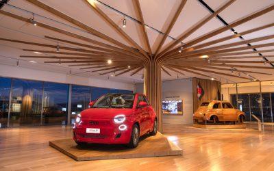 مجموعة ستيلانتيس تزيح الستار عن فيات (500)RED الكهربائية بالكامل  أوليفييه فرانسوا- الرئيس التنفيذي لفيات ومدير تسويق ستيلانتيس: بيع مليون سيارة فيات خلال 2021 شراكة بين فيات، وجيب، ورام مع مؤسسة ريد بقيمة 4 ملايين دولار لدعم الصندوق العالمي لمكافحة الأوبئة FIAT RED هي رسالة للعناية بالبيئة والسكان